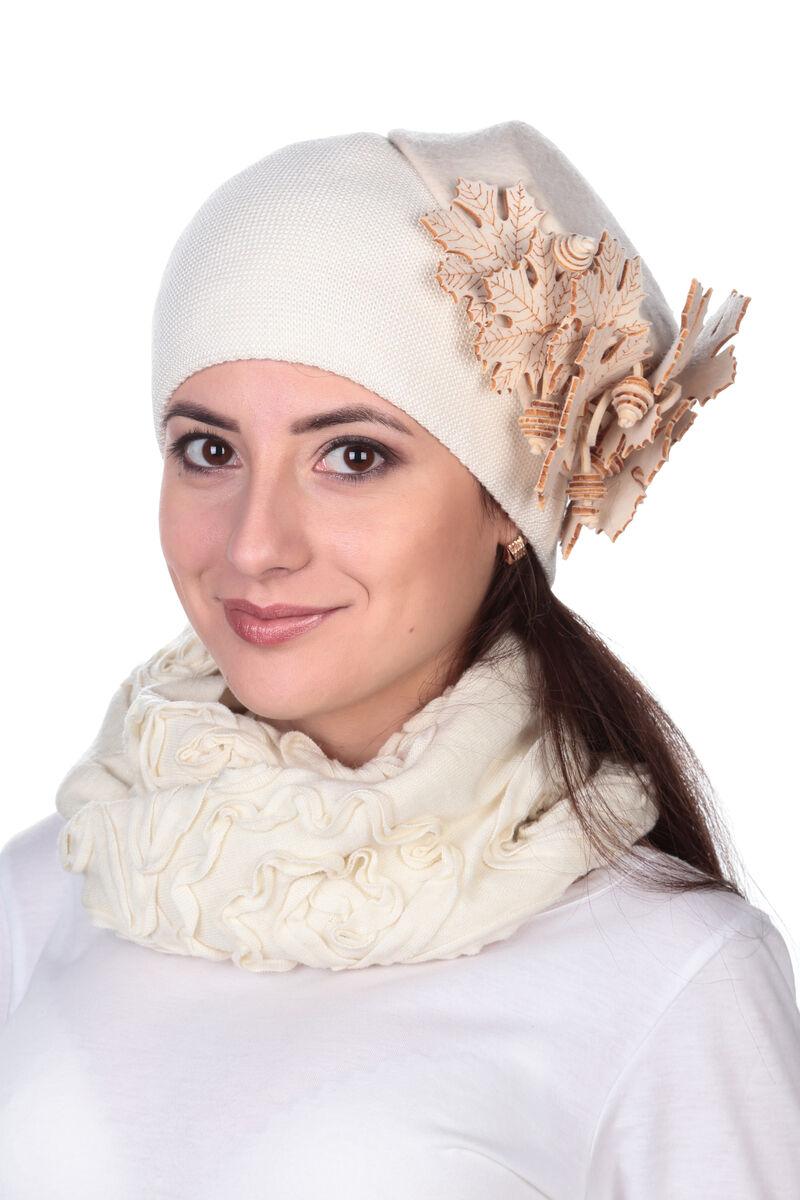 """Шапка """"кленовые листья"""" белая"""
