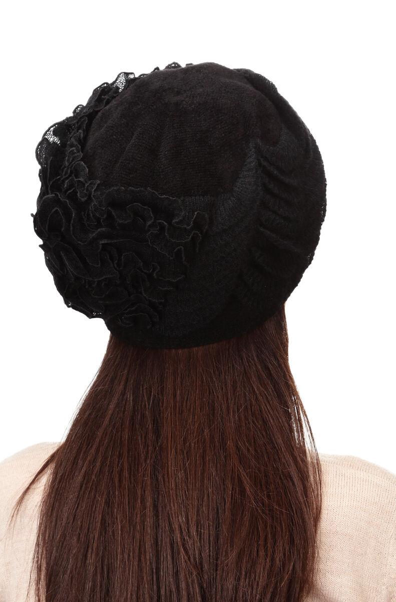 Шапка зимняя черная с оборками