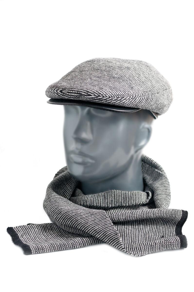 Кепка мужская из трикотажа с кожаным козырьком