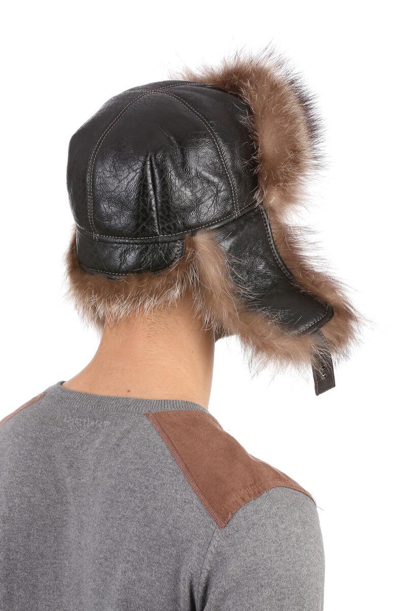 Мужская шапка-ушанка из меха енота коричневая
