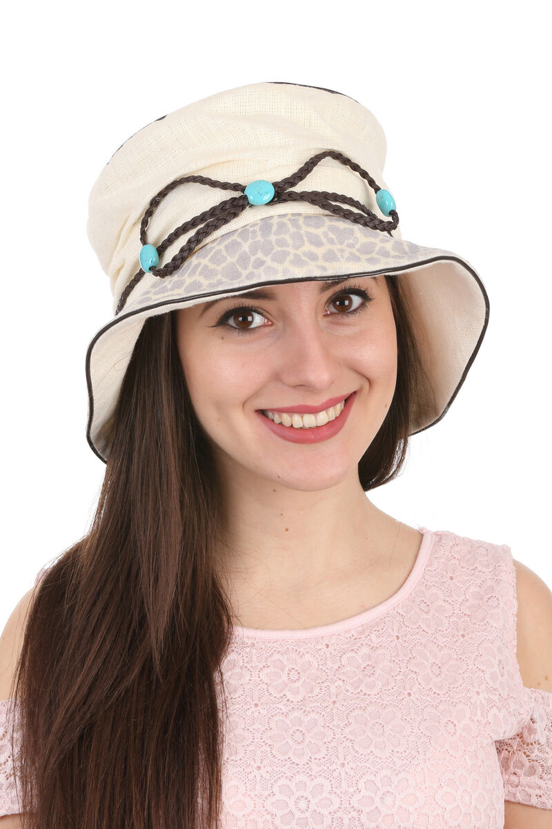 Шляпа тканевая с украшением из кожаного шнурка