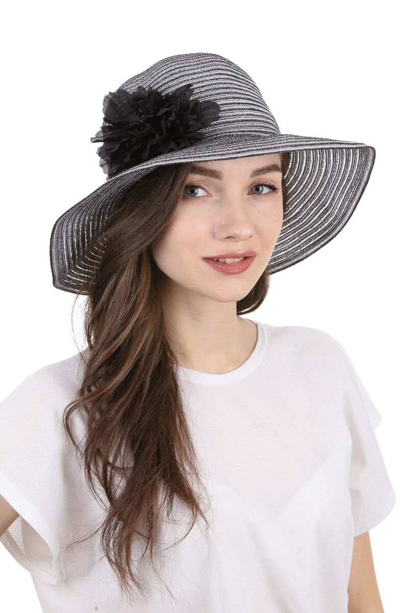 Шляпа летняя с украшением черно-белая