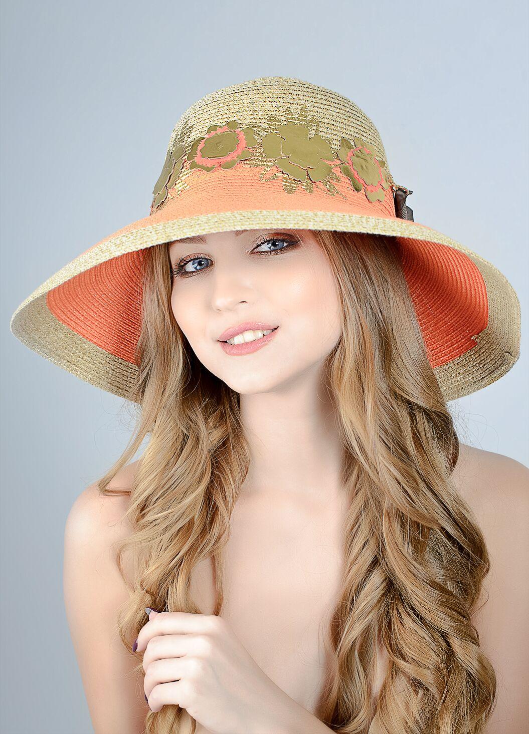 Шляпа с золотистыми цветами