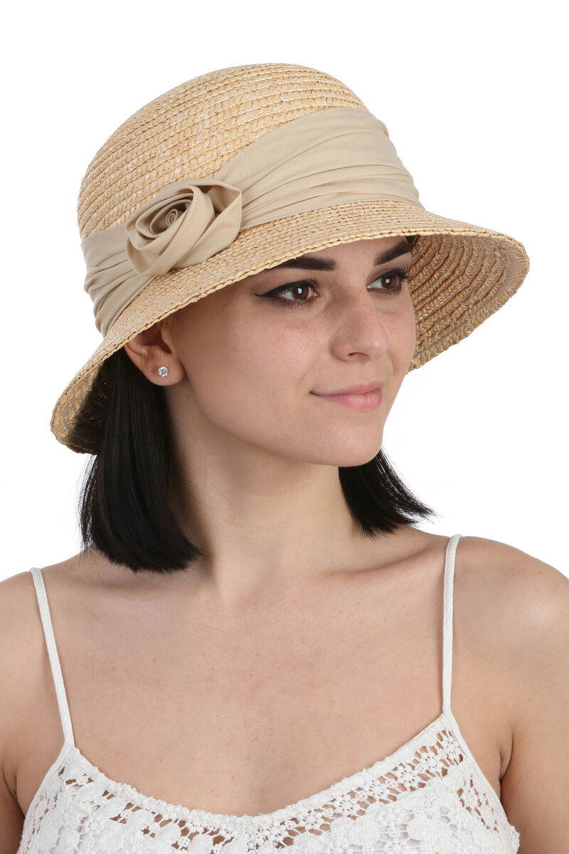 Шляпа соломенная с маленькими полями