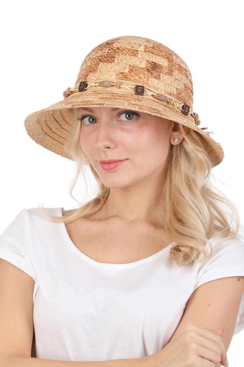 Шляпа соломенная с маленькими полями и декором