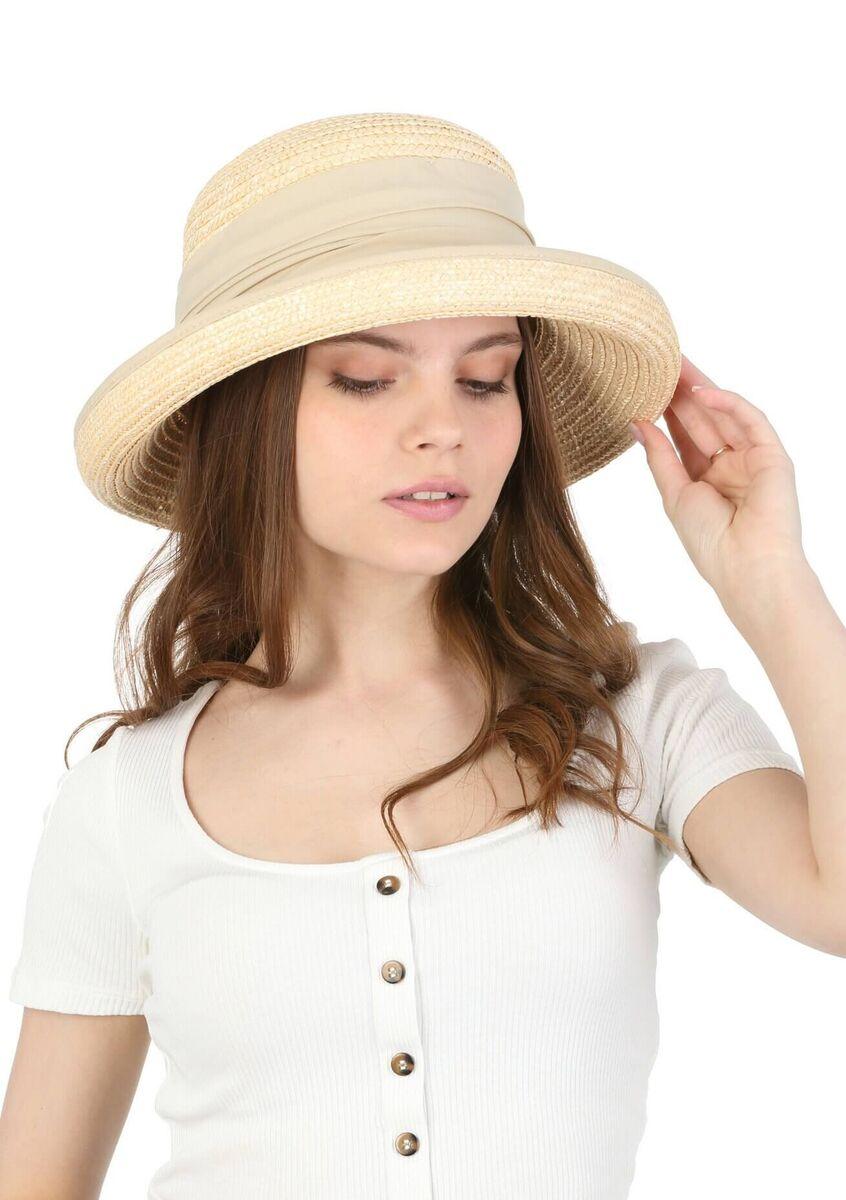 Шляпа из натуральной соломы с поднятыми полями