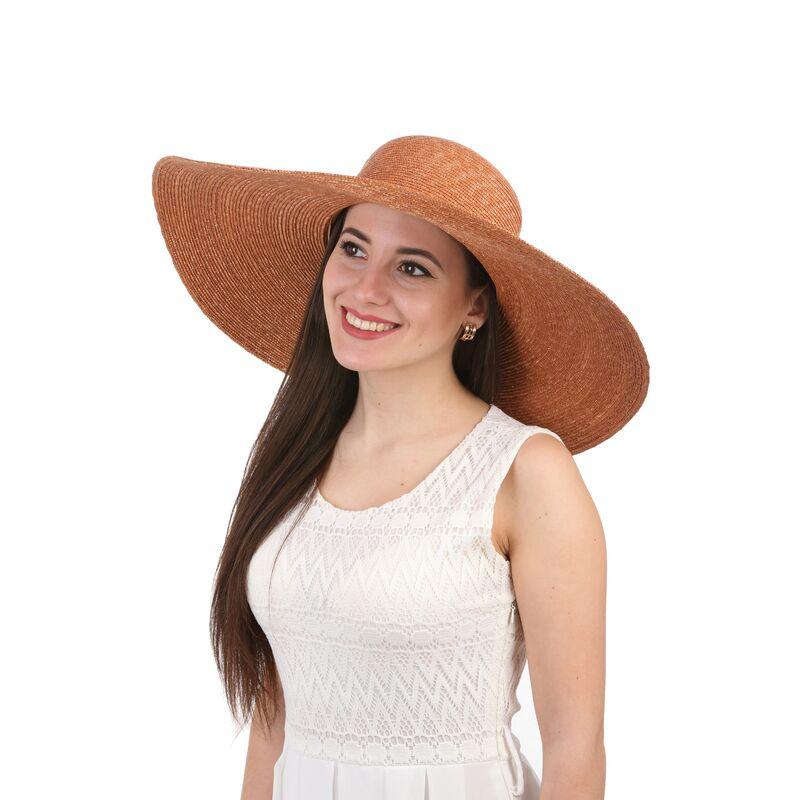 Шляпа соломенная с большими полямиизображение