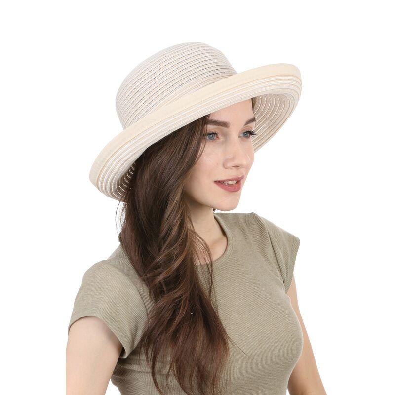 Легкая летняя шляпа молочнаяфото