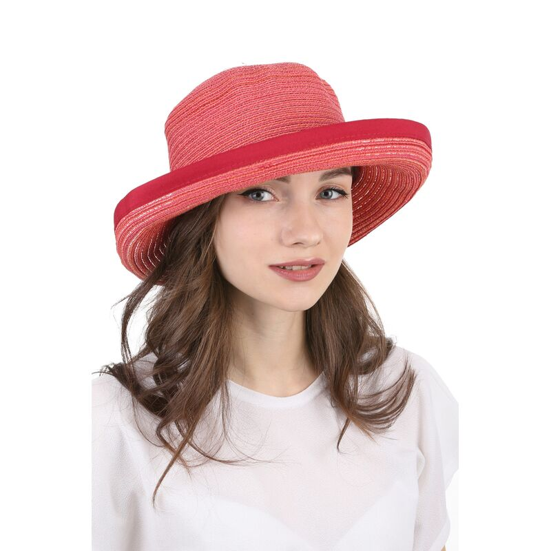 Легкая летняя шляпа краснаяизображение