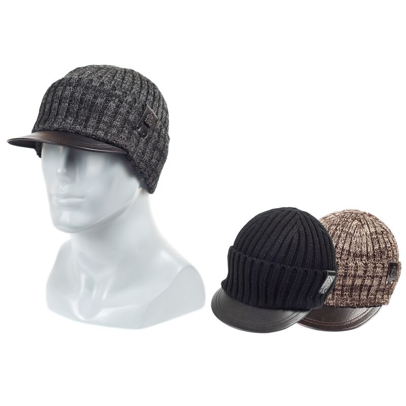 Трикотажная шапка с кожаным козырькомфото