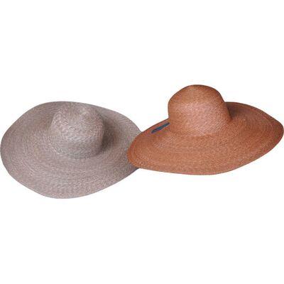 Шляпа соломенная с большими полями