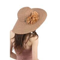Шляпа из натуральной соломы с широкими полямиизображение
